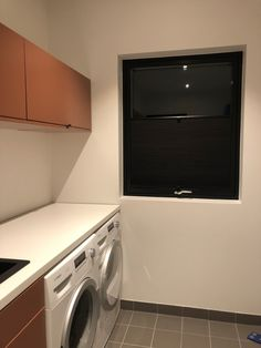 Duo sort plisse på vaskerommet👌☀️ Stacked Washer Dryer, Washer And Dryer, Sorting, Laundry, Home Appliances, Modern, Laundry Room, House Appliances, Laundry Service