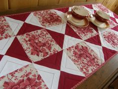 RED ROSE Quilted Table Runner by MoonDanceTextiles on Etsy, $36.00