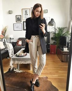 Lizzy Hadfield - calça-listrada-blusa-preta-blazer - calça-listrada a5fea51145a13