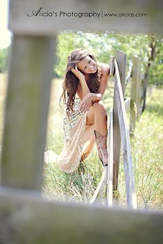 Love that she wore her prom dress, I plan on wearing my white banquet dress<3 #senior picture pose