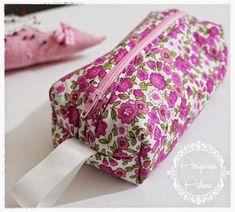 Çocuklar İçin Kumaş Kalemlik Dikelim-Resimli Anlatımlı - Tiny Mini Design Zipper Pouch, Floral Tie, Sunglasses Case, Diy And Crafts, Quilts, Sewing, Accessories, Sew Bags, Kawaii