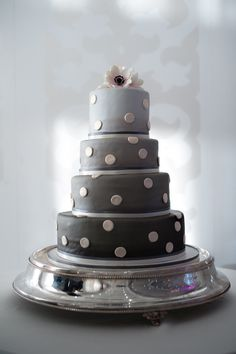 So cute!! Great bridal shower cake in another color!