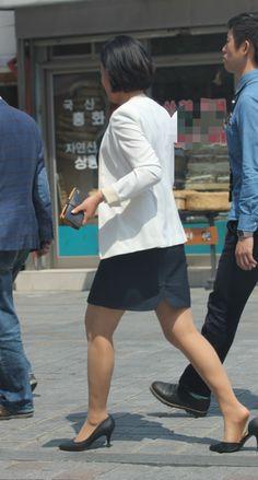 Pantyhose Legs, Women Legs, Office Ladies, Hosiery, Asian Girl, Champion, Stockings, Beautiful Women, Female