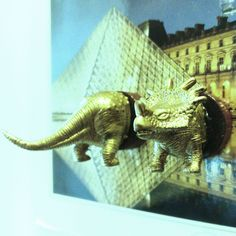 Golden dinosaur trophy magnet! Made of a tiny dinosaur toy, couple of wooden buttons and magnets of course.