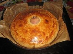 Как сказал один мой друг, таким пирогом можно накормить не одну семью. Честно говоря, долго сомневалась, выкладывать этот рецепт или нет. Вобщем, ничего особенного, просто пирог с мясом и картошкой…