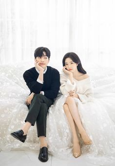 Wedding Couple Poses, Pre Wedding Photoshoot, Couple Posing, Wedding Couples, Cute Couples, Korean Celebrity Couples, Korean Celebrities, Model Poses Photography, Couple Photography