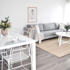 Home Living Room, Living Spaces, Room Interior, Interior Design, Piece A Vivre, Vintage Wardrobe, Modern Room, Living Room Inspiration, Family Room