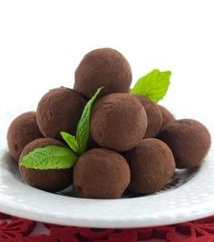 Greek Recipes, Dog Food Recipes, Dessert Recipes, Chocolate Treats, Chocolate Truffles, Ukrainian Desserts, Low Calorie Cake, Greek Sweets, Sweet And Salty