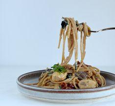 One Pot Pasta er en af de nemmeste og hurtigste hverdags-aftensmåltider, jeg kender. Aftensmad i én gryde, der passer sig selv, mens bordet bliver dækket. Det er nem og god aftensmad til travle dag…