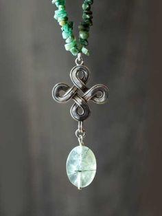Smaragdketting, een ketting om mijn halsgebied te danken voor de taal die het spreekt met mij.