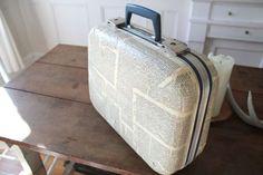 Book page suitcase DIY