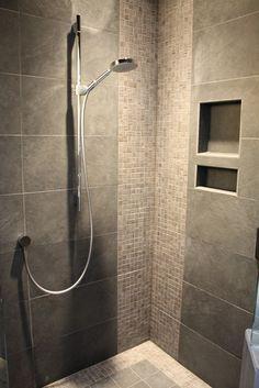 Bathrooms modern bathroom, me gusta el mosaico sin duda porcelanato