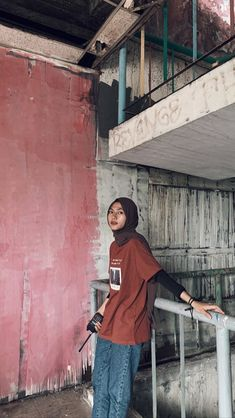 Casual Hijab Outfit, Ootd Hijab, Casual Outfits, Casual Ootd, Hijab Fashion Inspiration, Style Inspiration, Best Online Clothing Stores, Retro Outfits, Outfit Of The Day