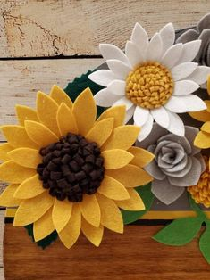 """Round wood sunflower sign painted gray and stained steel """"Family"""" decorated with all handmade felt sunflowers, flowers and leaves. Felt Flowers, Diy Flowers, Fabric Flowers, Paper Flowers, Felt Crafts Diy, Felt Diy, Handmade Felt, Felt Flower Template, Christmas Crafts To Make And Sell"""