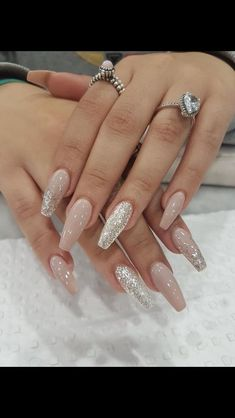 Nageldesign - Nail Art - Nagellack - Nail Polish - Nailart - Nails Nagelpolitur Beauty Benefits of H Glitter Nail Art, Cute Acrylic Nails, Acrylic Nails Coffin Glitter, Silver Glitter Nails, Glitter Nail Designs, Sparkles Glitter, White And Silver Nails, Glitter Wedding Nails, Coffin Nail Designs