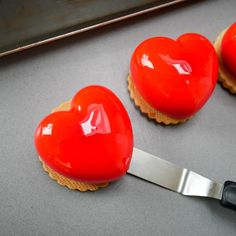 mini entremets coeur saint valentin mimi patisserie Valentine's Day is considered certainly one of my favourite instances to share with my spouse and child Valentines Sweets, Valentine Cookies, Valentines Day, Beaux Desserts, Fancy Desserts, Moule Demi Sphere, Quinoa Soufflé, Cooking Stores, Cake & Co