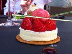 Tartelette à la fraise de Plougastel sur sablé breton et mousse glacée vanillée !