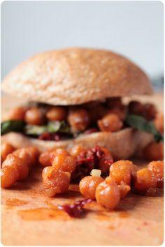 No Kitchen For Old Men: Vegan BLT-Sandwich mit rauchigen Kichererbsen
