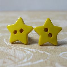 Yellow star buttons stud post earrings - by planet treasures