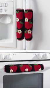 Set of 3 Kitchen Appliance Handle Covers W/Apple Design - Slip over your stove and refrigerator handles. They Velcro closed for a secure fit. Apple Kitchen Decor, Kitchen Decor Themes, Kitchen Stuff, Fridge Handle Covers, Handmade Gifts For Friends, Apple Decorations, Collections Etc, Craft Sale, Online Gifts