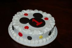 Smash the cake pictures. {order from publix - All white but add monogram to the front/side and Mickey Mouse head to the top in black } Mickey Mouse Smash Cakes, Mickey And Minnie Cake, Mickey E Minie, Mickey Mouse First Birthday, Mickey Cakes, Pastel Mickey Mouse Niño, Mickey Mouse Torte, Cake Smash, Cupcake Cakes