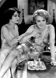 """miss-flapper: """" Dorothy Sebastian and Anita Page in Our Dancing Daughters, 1928 """" Vintage Glamour, Vintage Beauty, Vintage Shoes, 1920s Aesthetic, 1920s Costume, 1920s Photos, 1920s Outfits, Moda Vintage, Most Beautiful Faces"""