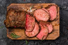 beef steak recipe A key point to remember when cooking shoulder roast is that it contains a lot of connective tissue, which can benefit from slow cooking at a low temperature. Beef Shoulder Steak, Recipe For Beef Shoulder, Beef Steak Recipes, Roast Recipes, Corned Beef Eye Round Recipe, Carne Asada, Outside Round Roast, Topside Beef, Beef Recipes
