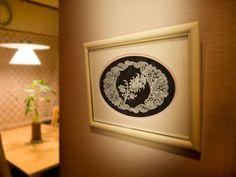 [パーチメントクラフト : 今井 真智子] 大通文化教室 Parchment Design, Frame, Home Decor, Baby Dolls, Picture Frame, Decoration Home, Scroll Templates, Room Decor, Frames