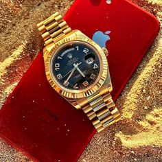 Back with some beach vibes with the Day Date. % Authentic Buy-Sell-Trade (305)377-3335 WhatsApp (305)216-8693 #seybold #diamodclub #diamondclubmiami #miami #jewelry #cuban #cubanlink #cubanchain #miamicuban #rolex #daydate #datejust #audemars #audemarspiguet #ap #hublot #patek #patekphilippe #luxurywath #picoftheday #diamond #luxury #luxurywatches #miami @dailywatch @dailywristwatch @thetruegentlemenclub photo by @whatusmenlike