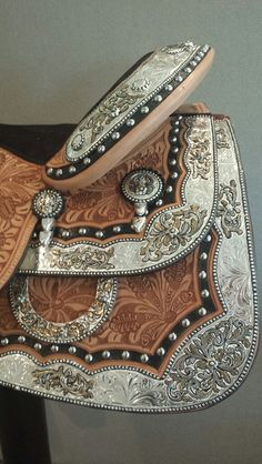 Great Prices on Dale Chavez Show Saddles at Western World Saddlery in Caboolture, Brisbane. Western Bridles, Western Horse Saddles, Western Tack, Horse Gear, Horse Tips, Tennessee Girls, Barrel Racing Tack, Cowboy Pictures, Cowboy Gear
