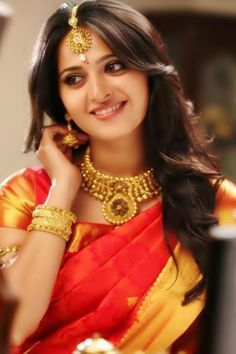 Anushka Gorgeous in sarry #Anushka #Telugu Actress #Tamil Actress