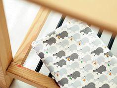 Oxford coton hippopotames - gris - By the Yard 38868 par landofoh sur Etsy https://www.etsy.com/fr/listing/155857266/oxford-coton-hippopotames-gris-by-the