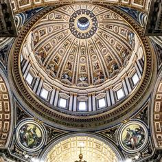Arte e splendore  #stpeter #sanpietro #basilicasanpietro #cupolone #sculpture #art #perfection #magnificent #architecture #architecturelovers #roman #discoveritaly #history #traveltheworld #dome #iphone7 #cittadelvaticano #vaticano #vaticancity #square #piazzasanpietro #roma #rome #romacapitale #painting #gold #style #top #lightandshadow #inrhome