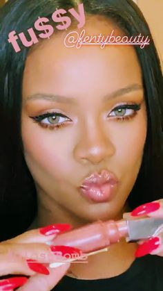 Kisses are guys best friend. Rihanna Nails, Rihanna Riri, Best Of Rihanna, Guy Best Friend, Barack And Michelle, Bad Gal, Beauty Queens, Aesthetic Fashion, Makeup Inspiration