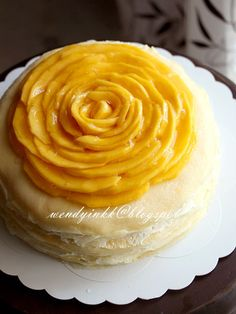 Mango season is almost here. I haven& been posting a nice crepe recipe here since the not so nice Durian Pancake Rolls . Fruit Recipes, Baking Recipes, Cake Recipes, Dessert Recipes, Asian Desserts, Sweet Desserts, No Bake Desserts, Crêpe Recipe, Crepes