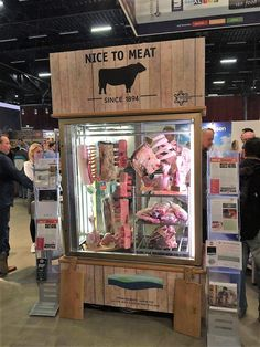 Look at examples for Transparant Dry Age Cabinets from Van Weel Koeltechniek. Restaurant Interior Design, Shop Interior Design, Store Design, Bbq Store, Meat Store, Meat Restaurant, Restaurant Concept, Butcher Restaurant, Carne Madurada