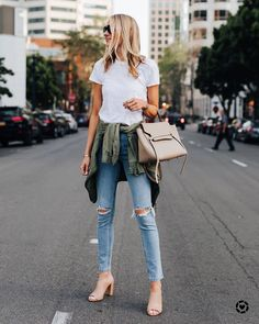 White T-shirt Ripped Skinny Jeans Green Utility Jacket Celine Mini Belt Bag Vince Nude Mules Fashion Jackson Autumn Winter Fashion, Spring Fashion, Green Utility Jacket, Green Jacket, Casual Outfits, Cute Outfits, Fashion Jackson, Jeans Skinny, Look Fashion