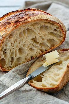 Making homemade sourdough bread is easy and delicious!- Faire son pain au levain maison, c'est facile et délicieux! Making homemade sourdough bread is easy and delicious! Artisan Bread Recipes, Yeast Bread Recipes, Bread Machine Recipes, Italian Bread Recipes, Bread Machines, Easy Sourdough Bread Recipe, Easy Bread, Levain Bread Recipe, Sourdough Bread Starter