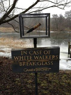 In case of white walkers, break glass! Game of Thrones Game Of Thrones Quotes, Game Of Thrones Funny, Winter Is Here, Winter Is Coming, Game Of Throne Lustig, Geeks, Twitter Games, Twitter Twitter, Game Of Trone