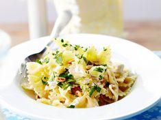 farfalle gremolata with ricotta Farfalle Pasta, Fusilli, Penne Pasta, Spaghetti Bolognaise, Ricotta, Pasta Recipes, Lasagna, Italian Recipes, Macaroni And Cheese