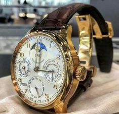 """Meaning """"invincible"""" in Latin, Invicta watches were really made as early as Creator Raphael Picard wanted to bring customers high quality Swiss watches… Trendy Watches, Elegant Watches, Luxury Watches For Men, Beautiful Watches, Cool Watches, Iwc Watches, Bracelet Cuir, Vintage Watches, Quartz Watch"""