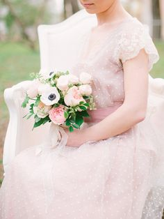 The bride and her flowers | Romantic Inspiration by Anastasiya Belik