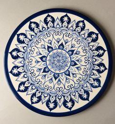 beautiful dish made in ceramic and hand painted handmade ! - Mavi porselen-seramik-blue porcalain_ceramica - beautiful dish made in ceramic and hand painted handmade ! Painted Ceramic Plates, Hand Painted Ceramics, Porcelain Ceramics, Dot Art Painting, Pottery Painting, Ceramic Painting, Cerámica Ideas, Plate Wall Decor, Turkish Art