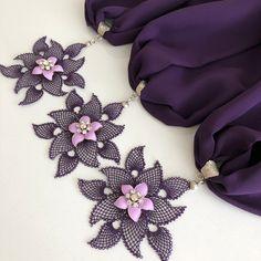 Schillernde Nadel-Spitzenschal-Modelle - Sevdiğim Kendin Yap Tasarımlar ve El Sanatları Diy Scarf, Lace Scarf, Floral Scarf, Floral Lace, Selling Handmade Items, Handmade Tags, Crochet Shell Stitch, Scarf Crochet, Free Crochet
