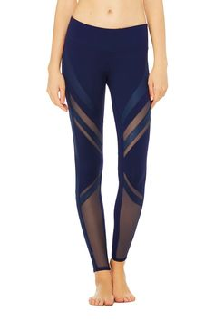 These Alo Epic Leggings in navy are so amazing and completely mind-blowing.