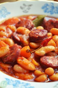 Bean Soup with Sausage (In Greek) Cookbook Recipes, Wine Recipes, Real Food Recipes, Cooking Recipes, Yummy Food, Healthy Recipes, Yummy Yummy, Greek Dishes, Greek Recipes