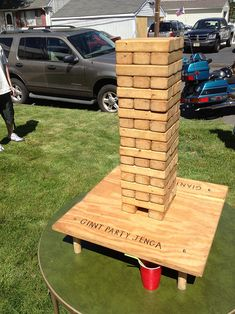 DIY Backyard Games that are fun for families. Life size Jenga, Backyard Chess and more ideas. Backyard For Kids, Backyard Games, Backyard Bbq, Backyard Parties, Giant Jenga, Large Jenga, Outside Games, Yard Party, Outdoor Fun