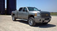 """2012 Duramax on 18"""" RBP 94Rs w/33in Trails. Added 2.5in Leveling Kit"""
