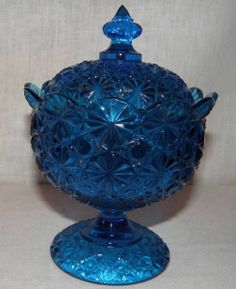 Vintage Colonial Blue Glass Daisy and Button Footed Lidded Candy Dish L.E. Smith