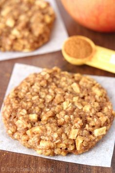 Cookie Recipes - Clean-Eating Apple Pie Oatmeal Cookies -- these skinny cookies don't taste healthy at all! You'll never need another oatmeal cookie recipe again! Apple Pie Oatmeal, Oatmeal Cookie Recipes, Healthy Cookie Recipes, Healthy Cookies, Healthy Sweets, Apple Recipes, Healthy Baking, Baking Recipes, Sweet Recipes